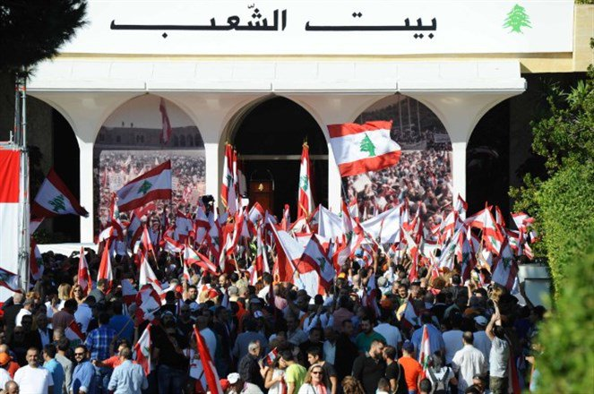 Crowds flock to Baabda Palace to congratulate Aoun on his election | Source: Tayyar.org