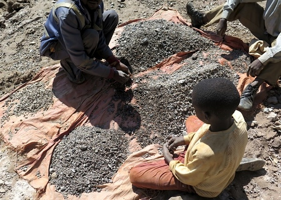 Human rights organization Amnesty International is accusing Apple, Samsung and Sony, among others, of failing to do basic checks to ensure children do not mine minerals used in their products.